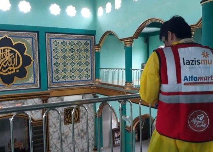 Cegah Corona, Alfamart Gandeng LazisMu Salurkan Donasi Konsumen untuk Penyemprotan Disinfektan Fasil
